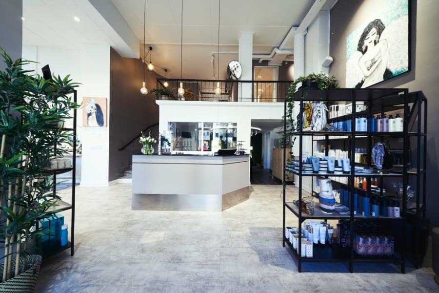 frisörsalong-kungsholmen-överblick-modern-ljus-hårprodukter